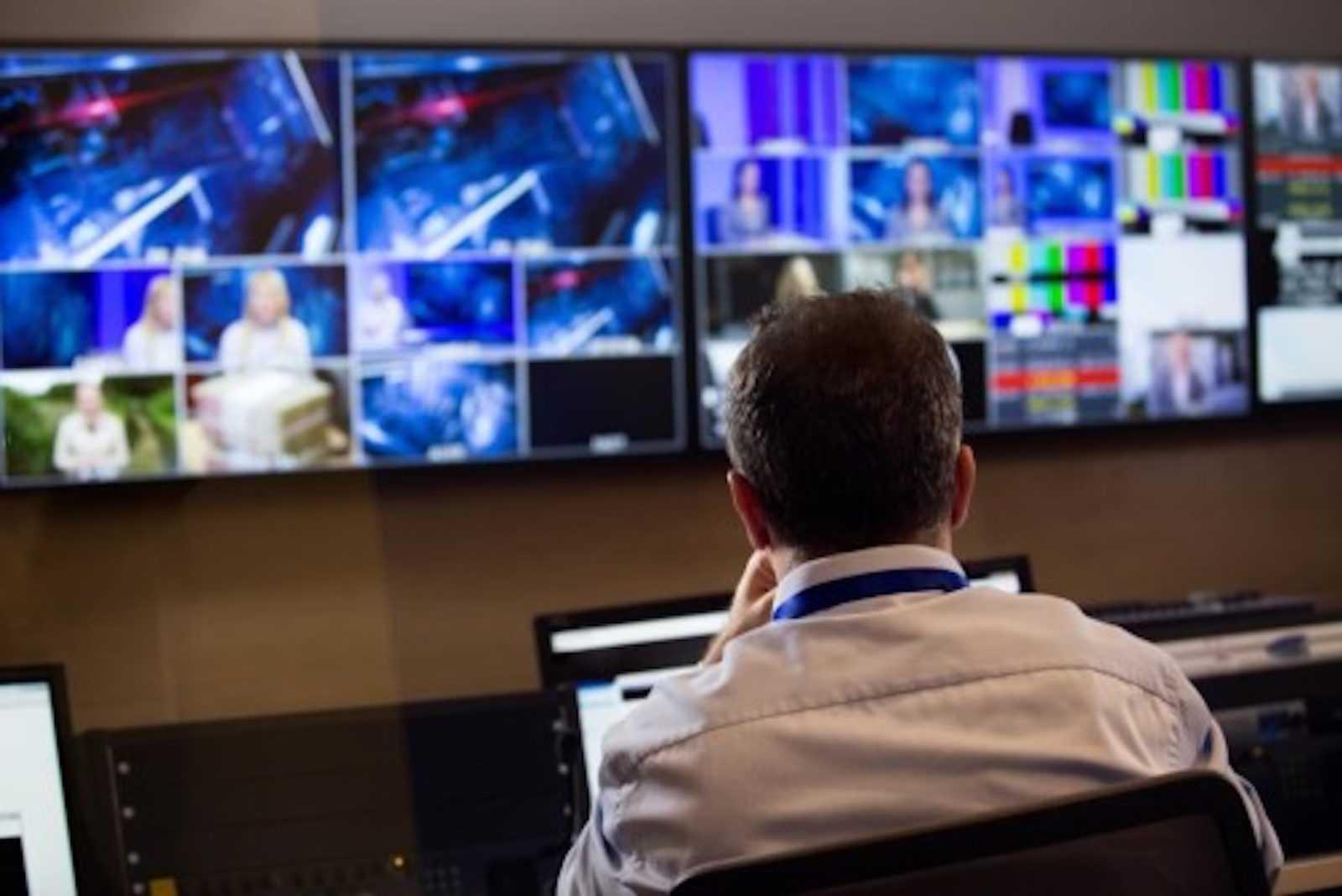 Operatore in Broadcast Control Room